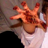 chocolat sur les mains